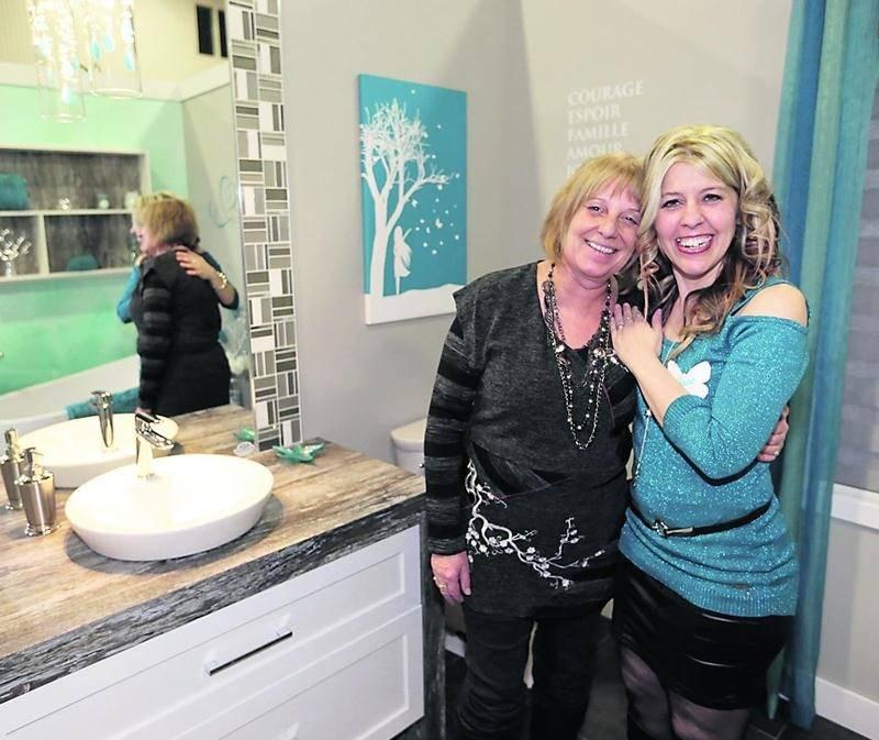 Des moments d'émotions attendaient Sylvie Lauzon à Expo-Habitat de Saint-Hyacinthe où elle a pu découvrir sa nouvelle salle de bain. Photo Robert Gosselin | Le Courrier ©