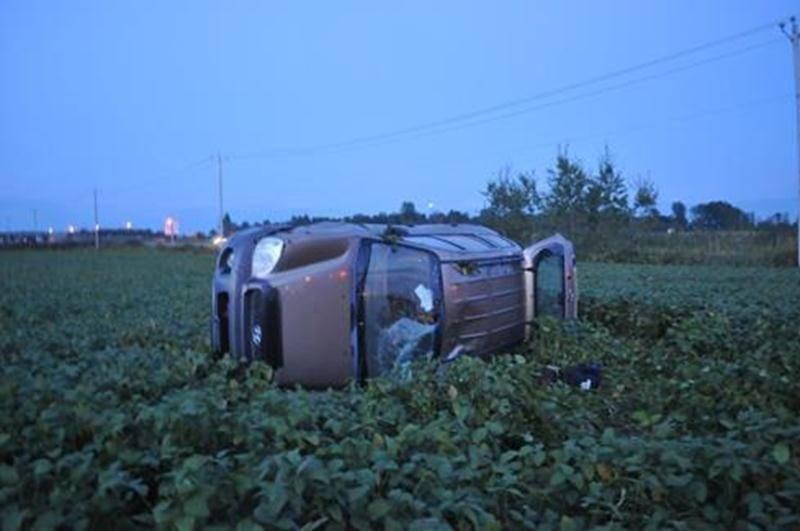Un automobiliste et ses deux enfants en bas âge se sont tirés indemnes d'un spectaculaire accident survenu samedi, à Saint-Nazaire.