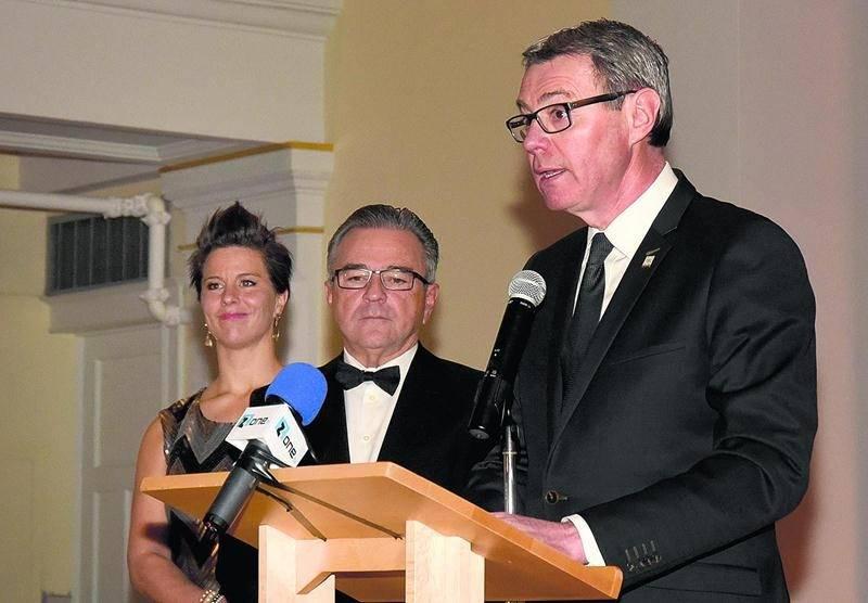 Le maire de Saint-Hyacinthe, Claude Corbeil, a pris le micro pour saluer le parcours du Groupe Robin. Le premier magistrat a souligné que cette entreprise est bâtie sur des fondations solides et qu'elle rayonne aujourd'hui à l'échelle du Québec. Photo François Larivière | Le Courrier ©
