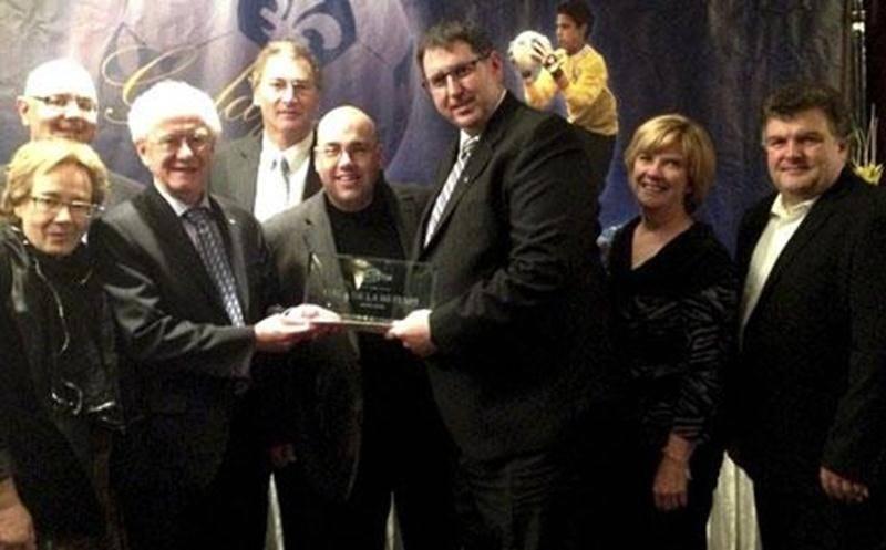 L'Association de soccer Richelieu-Yamaska (ASRY) s'est vue décerner le prix de l'association régionale de l'année lors du Gala annuel de la <em>Mi-Temps</em>. La Fédération de soccer du Québec a préféré l'ASRY aux associations de l'Outaouais et des Laurentides. L'ASRY regroupe 15 clubs de soccer. « Ce trophée, c'est ensemble que nous le méritons. Une telle marque de gratitude est le résultat d'un travail d'équipe », s'est exprimé Michel Choinière, président de l'ASRY.