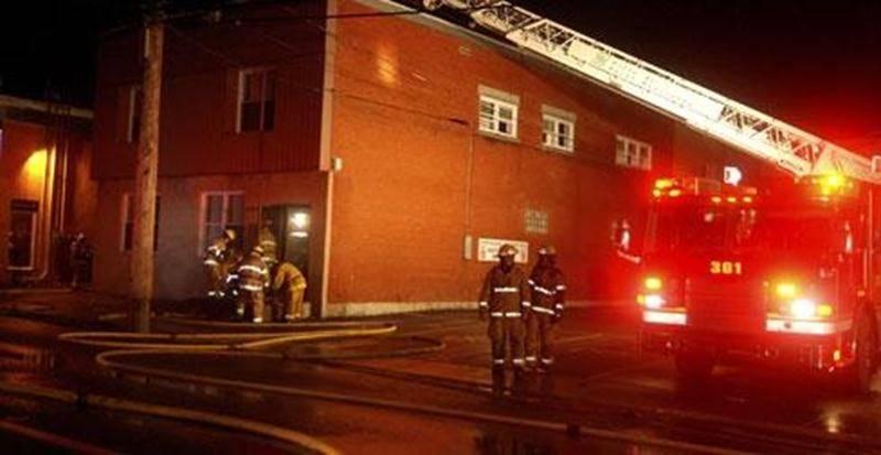 Un incendie a endommagé un édifice de 12 logements sur l'avenue Sainte-Anne, lundi soir.
