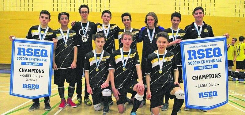 On a eu droit à une finale toute Fadette dans la classe cadet masculin D2 du championnat régional scolaire de soccer intérieur. Photo Courtoisie RSEQ Montérégie