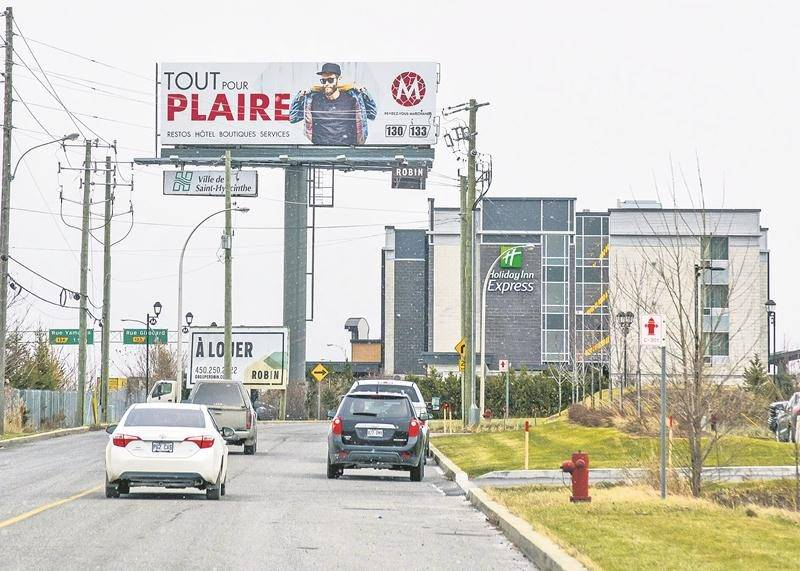 La Ville revient également avec l'idée d'installer un panneau d'affichage électronique en bordure de l'autoroute 20, avec la participation d'un partenaire privé qui assumerait 50 % de la facture.  Photo François Larivière - Le Courrier