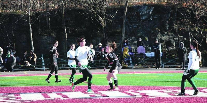 Les Lauréats ont participé au championnat provincial collégial de soccer féminin pour la première fois de leur histoire. Photo Courtoisie RSEQ
