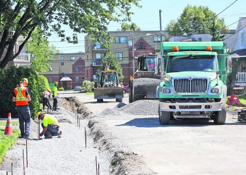 Le conseiller Barré dénonce le virage que la Ville entend prendre dans la gestion du réseau de trottoirs. Photothèque | Le Courrier ©