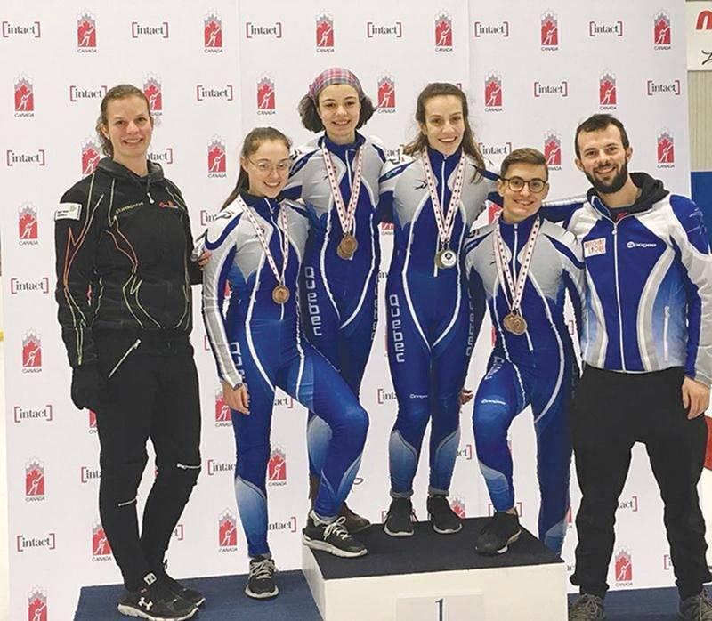 Sur la photo, Roselyne Pigeon, Sandrine Robert, Sarah-Maude Cloutier et Édouard Auger, entourés des entraîneurs Amélie Godin et Olivier Godin.