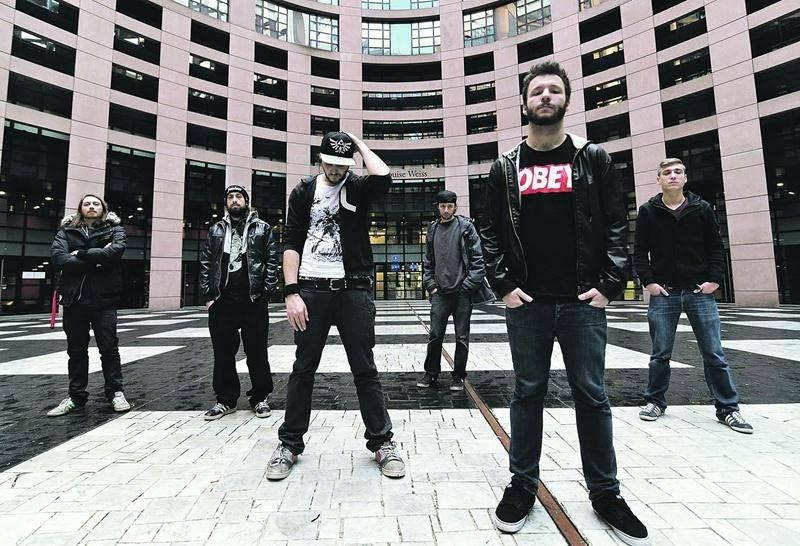 Smash Hit Combo sera en prestation au Zaricot le 1er septembre dès 21h en compagnie des groupes Guérilla et Aklaska. Slam Disques