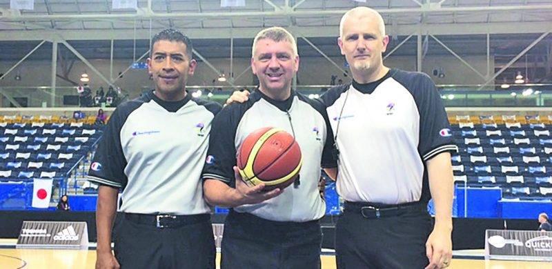 Guylain Lapointe (au centre) lors de sa participation au Championnat du monde féminin de basketball en fauteuil roulant. Photo Courtoisie