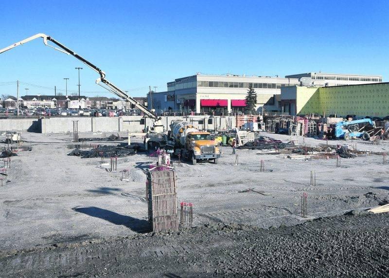 Le vaste chantier de construction du futur centre de congrès municipal sur le site des Galeries St-Hyacinthe. Photo François Larivière | Le Courrier ©
