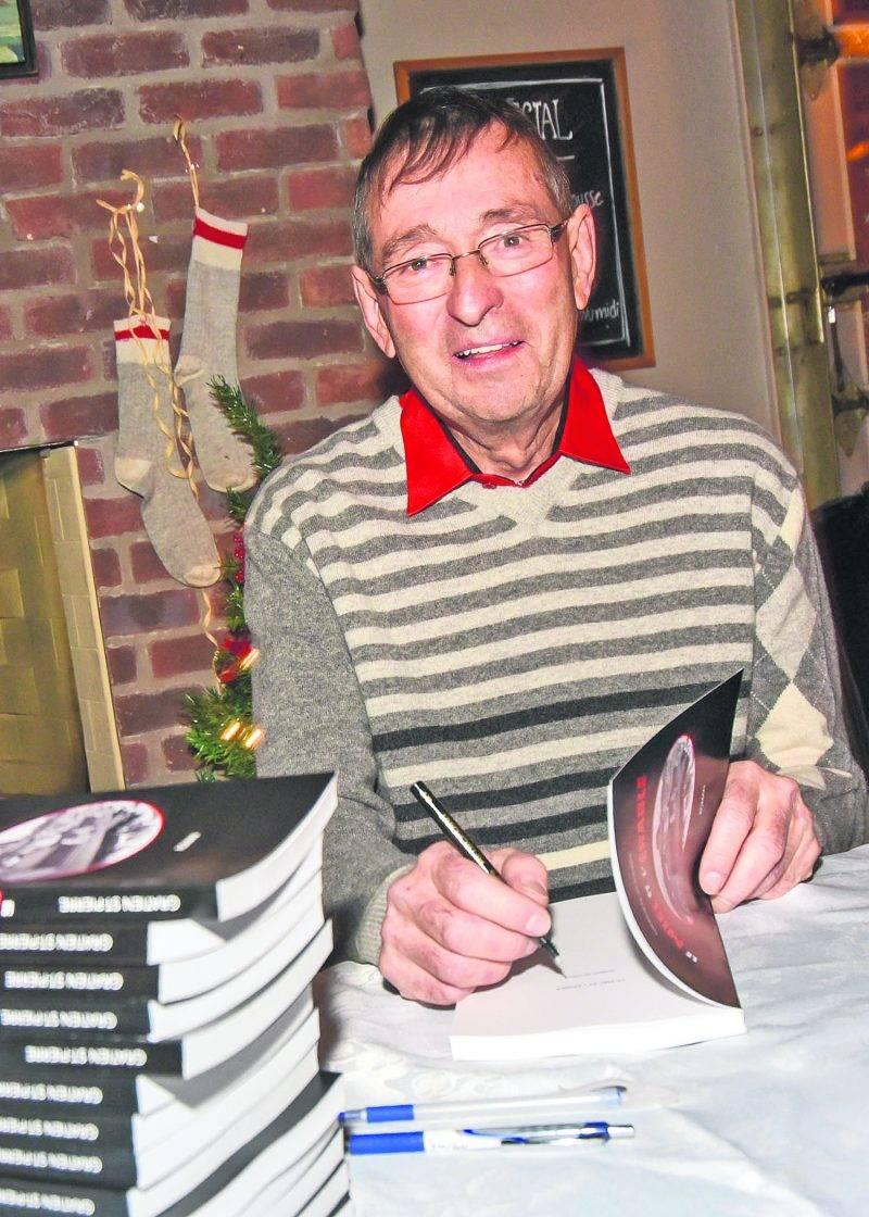L'auteur indépendant a vendu une soixantaine de livres lors de son lancement à la Brûlerie Mondor.  Photo François Larivière | Le Courrier ©