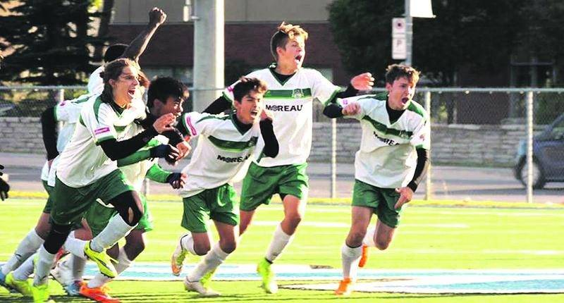 Le FC Saint-Hyacinthe U16 AA masculin célèbre sa victoire en Coupe Promotion. Photo Courtoisie