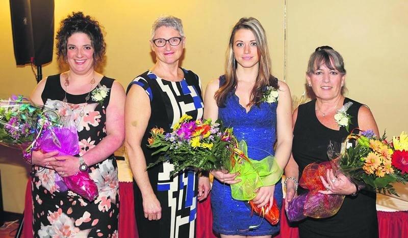 Sur la photo, de gauche à droite : Marie-Lou Provost, lauréate du prix Agricultrice de l'année; Jeanine Messier, présidente des Agricultrices de la région de Saint-Hyacinthe; Roxanne Désautels, lauréate du prix Honneur au mérite pour l'Innovation; et Danielle Cardin Pollender, lauréate du prix Honneur au mérite pour le Rayonnement.