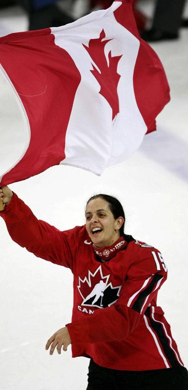 En mai 2013, Danielle Goyette sera intronisée au Temple de la renommée de la Fédération internationale de hockey sur glace.