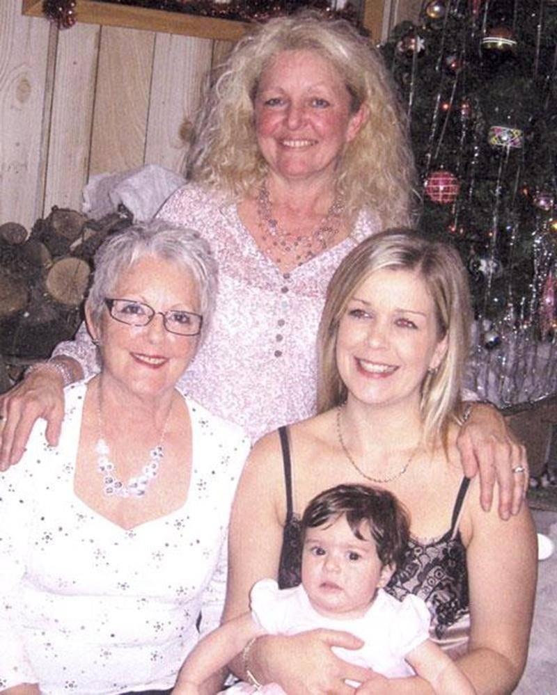 La petite Nilia, 2 mois, dans les bras de sa mère Jennyfer Ouimet, de Saint-Jean; est entourée de sa grand-mère Lucie Ouimet, de Mont-St-Grégoire; et de son arrière-grand-mère Madeleine Blais Ouimet, de Saint-Pie.