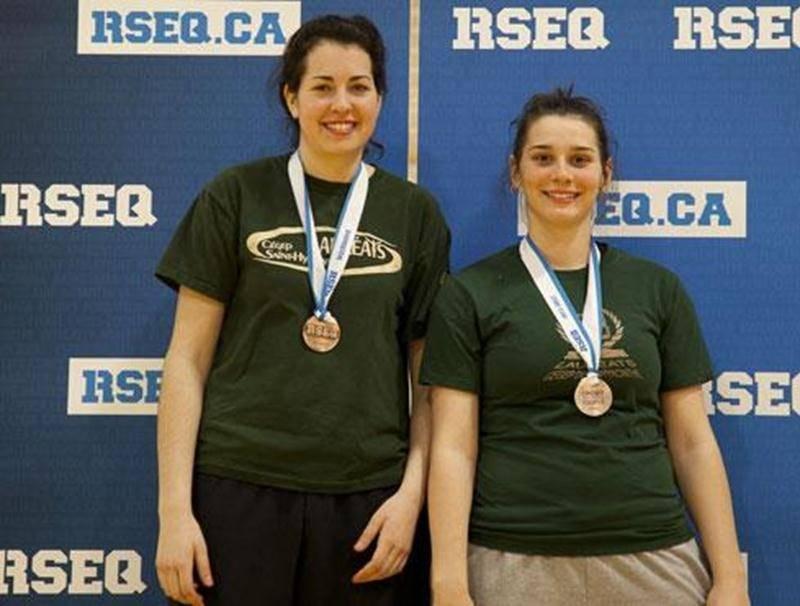 Les médaillées de bronze des Lauréats Sabrina Pelletier et Kimberly Malcolm.