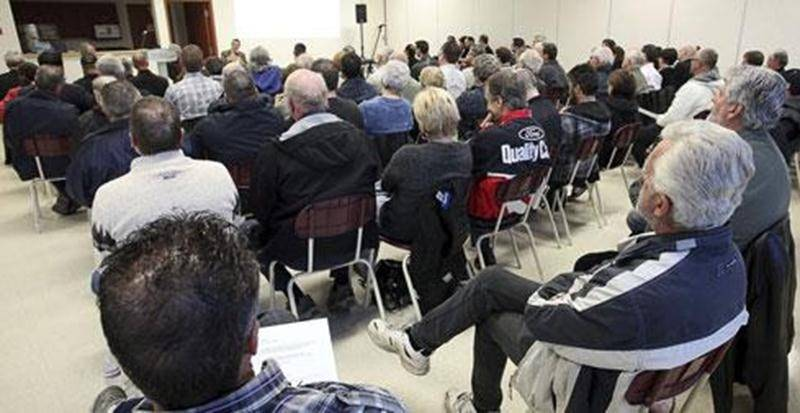 Une centaine de personnes ont assisté à la séance d'information de la semaine dernière au centre communautaire Rosalie-Papineau.