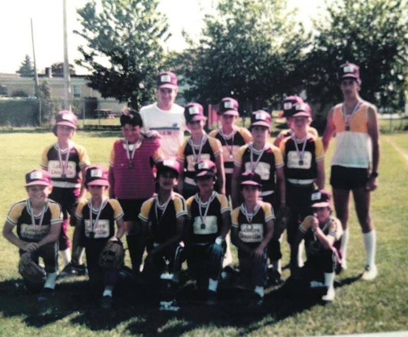 L'équipe des Loisirs Douville a remporté les grands honneurs de la catégorie B en 1989.