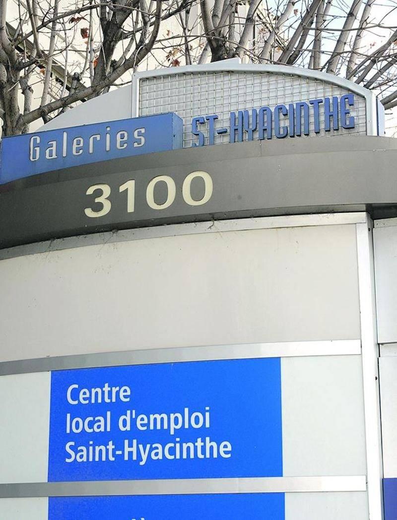 Huit agents dédiés au traitement des dossiers d'aide sociale quitteront le centre local d'emploi de Saint-Hyacinthe pour être intégrés au futur centre administratif d'aide financière établi en sol maskoutain. Photo François Larivière | Le Courrier ©