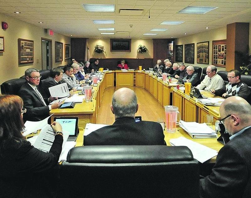 Le conseil des maires de la MRC des Maskoutains. Photothèque   Le Courrier ©