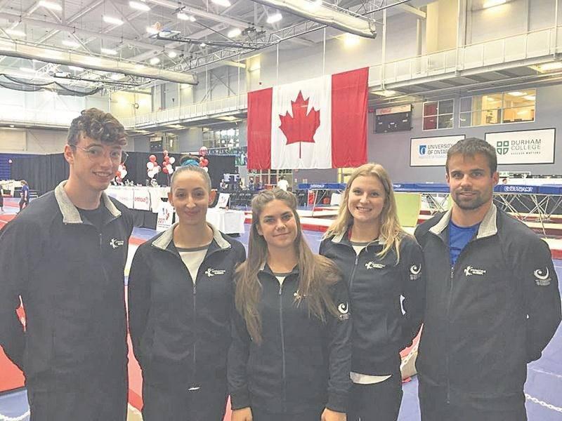 Les représentants de Gymnaska-Voltigeurs au championnat canadien de sports de trampoline : Jean-Philippe Camirand, Nora Abouraja, Alexia Rémillard et Stéphanie Pelletier, accompagnés de l'entraîneur Jean-François Rodier.  Photo Courtoisie