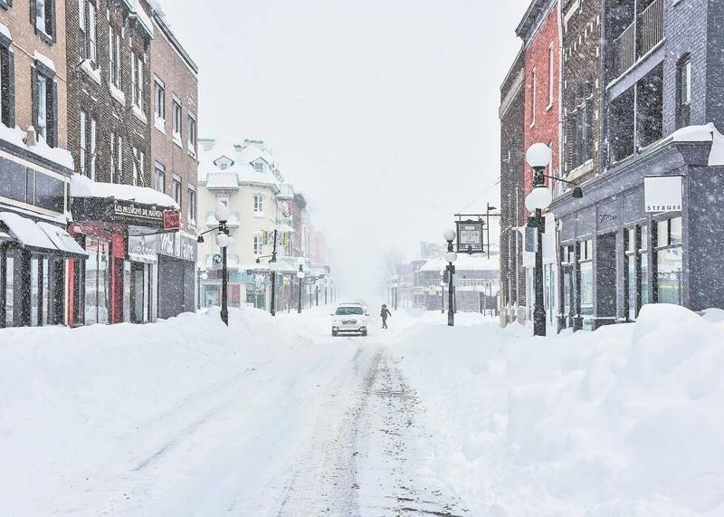 Au plus fort de la tempête, il devait tomber environ dix centimètres de neige à l'heure à Saint-Hyacinthe, selon les estimations de Michel Morissette.   Photo François Larivière | Le Courrier ©