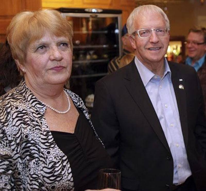 Émilien Pelletier et son épouse, Francine Lauzon, durant la soirée électorale de lundi au restaurant Le Parvis.