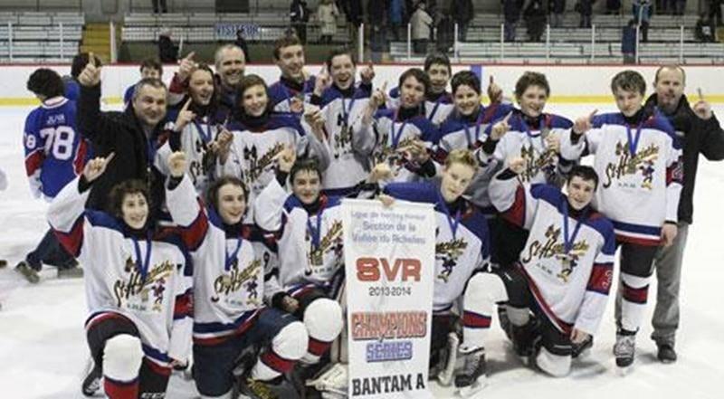 Huit équipes de Saint-Hyacinthe participent cette semaine au championnat régional et tentent du même coup de se qualifier pour le championnat interrégional. Sur la photo, les Cascades bantam A après leur triomphe en séries éliminatoires leur permettant d'accéder à l'étape régionale.