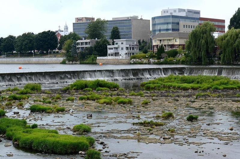 Un débit influencé par la météo et le barrage