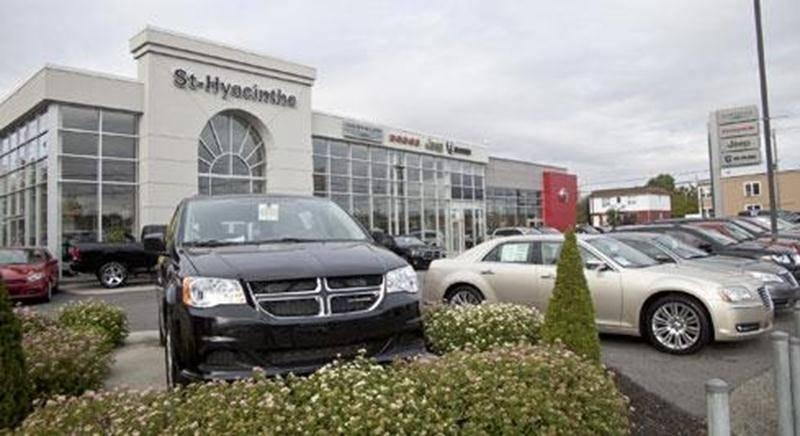 Seul le concessionnaire Chrysler du boulevard Choquette ouvrira ses portes les samedis.