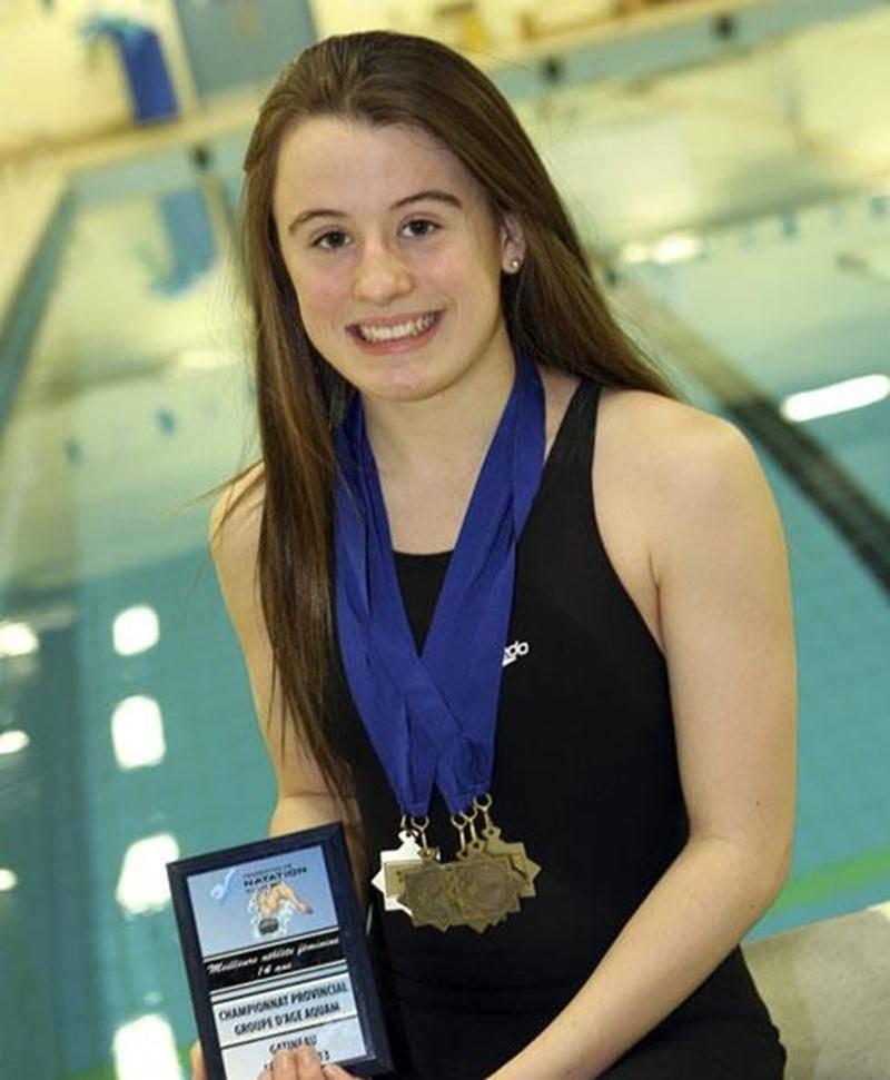 Sara Jade Lamontagne a remporté le titre de meilleure nageuse de 14 ans au Championnat provincial par groupe d'âge AQUAM à Gatineau, grâce à ses cinq médailles en autant de courses.