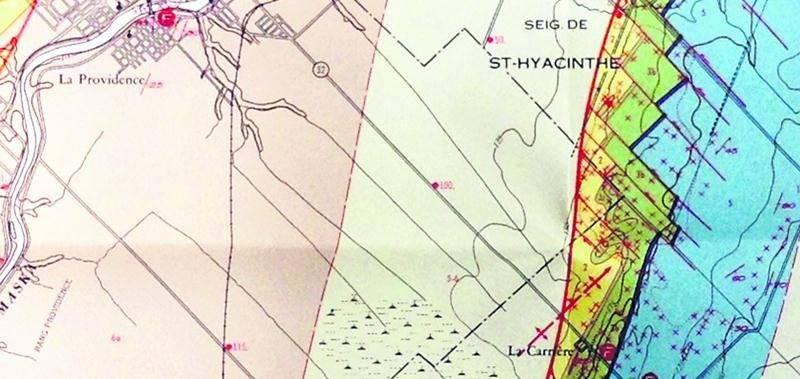 Sur cette carte datée de 1964, on voit bien ce qui reste de la tourbière de Saint-Dominique. Rapport géologique 101. Région de Saint-Hyacinthe (moitié ouest), 1964. Bibliothèque du Séminaire de Saint-Hyacinthe.
