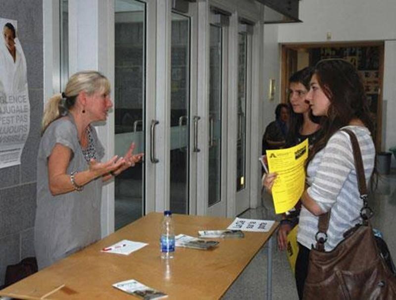 Le 26 septembre, pour une quatorzième année, le Collège Saint-Maurice recevait une dizaine d'organismes communautaires, sociaux, culturels et environnementaux de son milieu. Les élèves du programme international ont alors rencontré les responsables des organismes dans le cadre d'ateliers. Toutes les élèves du Collège ont aussi eu l'occasion de visiter leur kiosque sur l'heure du dîner. Cette activité vise à favoriser le mariage de l'éducation et de l'engagement communautaire, une initiative qui