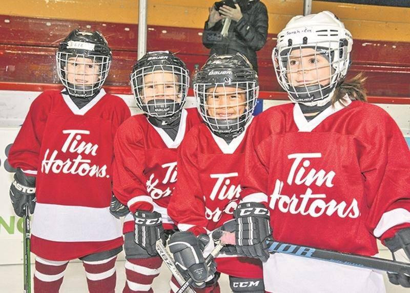 Les sourires étaient grands sur les visages des jeunes hockeyeurs de passage au Stade L.-P.-Gaucher. Photo François Larivière | Le Courrier ©