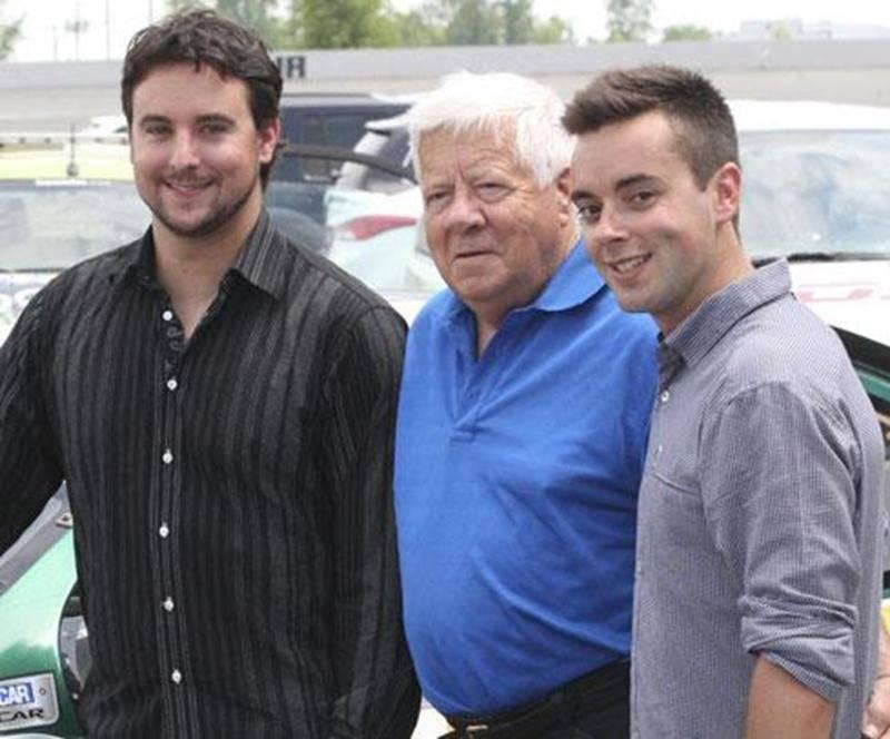 Sur la photo, Andrew Ranger, Jean-Paul Cabana, propriétaire de l'école de stock-car Jean-Paul Cabana, et Keven Beaucage, directeur général de l'Académie Andrew Ranger.