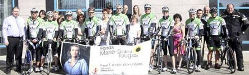 Les policiers et bénévoles du 16 e Tour cycliste des policiers de Laval ont fait escale à Saint-Hyacinthe le 28 mai pour cueillir un chèque de 6 000 $ offert par le magasin Germain Larivière. Le Tour cycliste 2013, auquel participait le Maskoutain d'origine Guy Ménard, a permis de remettre au Fonds Marie-Soleil Tougas une somme de 60 000 $, franchissant du même coup le cap du million de dollars amassés depuis la création de l'événement. Le Fonds Marie-Soleil Tougas vient en aide aux jeunes de to