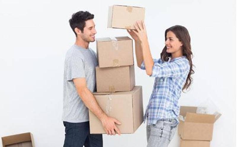 Si vous prévoyez un déménagement, invitez famille et amis à venir vous donner un coup de main.