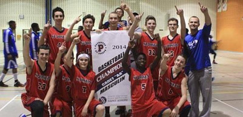 L'une des deux équipes championnes de l'École secondaire Saint-Joseph, les Patriotes évoluant dans la classe cadet masculin AA.