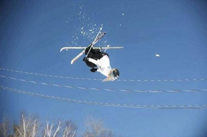 Katrine Bazinet vole sur la piste du Mont-Sainte-Anne, là où elle a remporté une médaille d'or.
