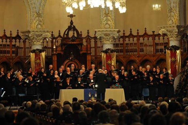 Les personnes attirées par le chant classique sont invitées à joindre les choristes de l'Harmonie vocale dès septembre. Leurs activités se tiennent le jeudi, de 19 h à 21 h 45, à l'église Sacré-Coeur. Vous pourrez rencontrer des membres lors du Carrefour du loisir aux Galeries St-Hyacinthe, les 26 et 27 août. Pour information, contactez Gilles Gaudette au 450261-1340.