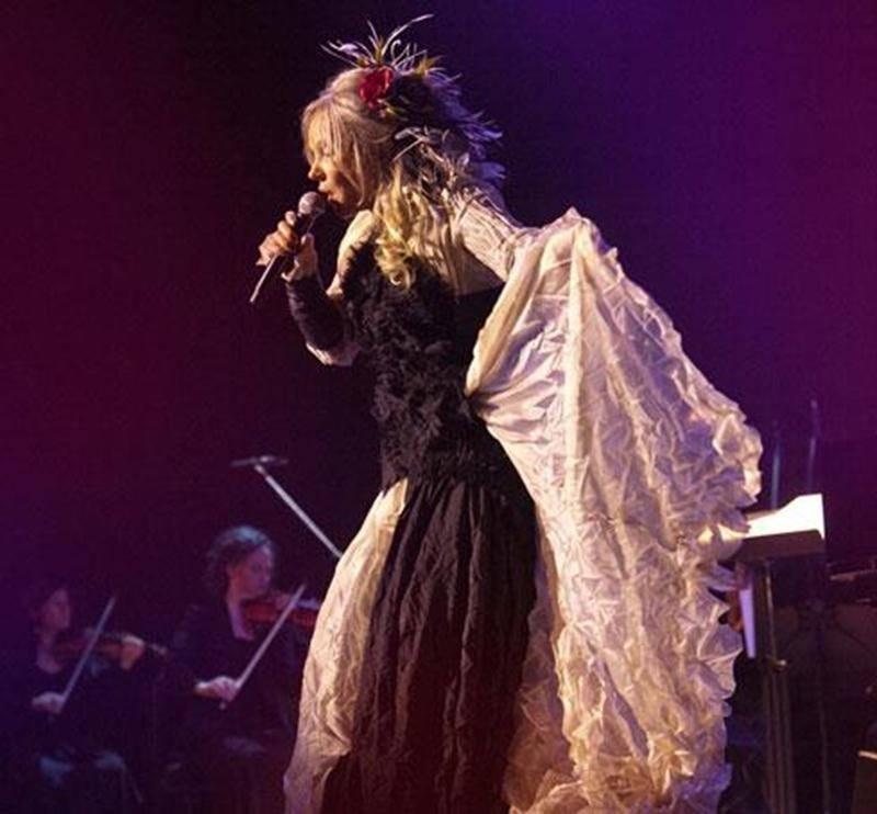 Accompagnée sur scène de l'orchestre de chambre Les Violons du Roy, Diane Dufresne présentera un spectacle unique dans lequel elle signe également la mise en scène.