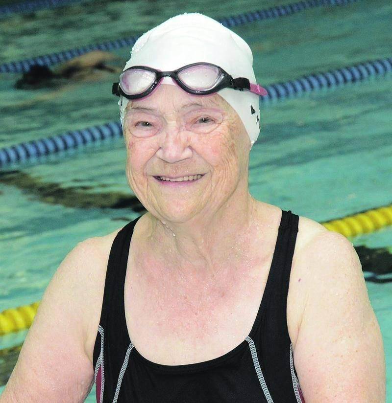 La Maskoutaine Claire Young se rend trois fois par semaine au Centre aquatique Desjardins pour y nager en longueur. Photo François Larivière | Le Courrier ©