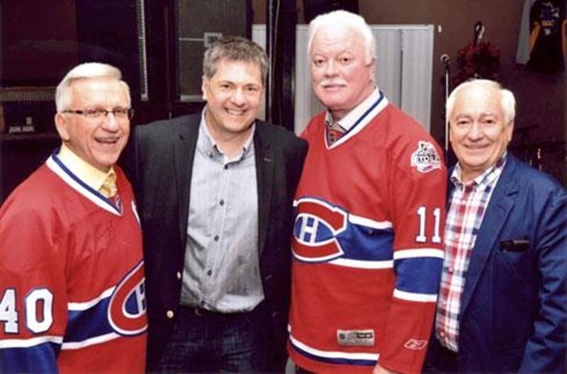 La ligue de hockey des jeunes vétérans de Saint-Hyacinthe a célébré son 40 e anniversaire à l'occasion d'un grand banquet en avril. Cette ligue, s'adressant aux 35 ans et plus, anime le Stade C.-A.-Gauvin, dans le secteur La Providence, depuis les 40 dernières années chaque jeudi soir durant la saison de hockey. Pour célébrer cette longétivité, le premier président, Paul Lemieux et le président actuel, Serge Mathieu, étaient de la partie, avec comme invité spécial, l'ancien du Canadien de Montré