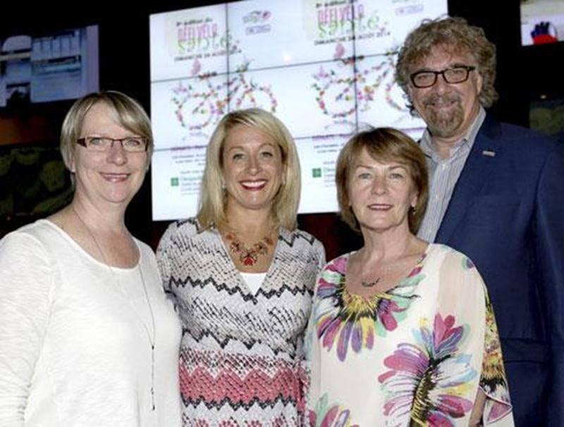 De gauche à droite : Christine Poirier, directrice générale de la Fondation Aline-Letendre; Anik Armand et Nicole Laplante, de Valeurs Mobilières Desjardins; et Marc Perrault, président de la Fondation.