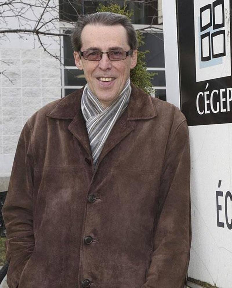 Le metteur en scène, comédien et professeur de théâtre Jacques Rossi enseigne son savoir aux étudiants de l'École de théâtre du Cégep de Saint-Hyacinthe depuis 28 ans.