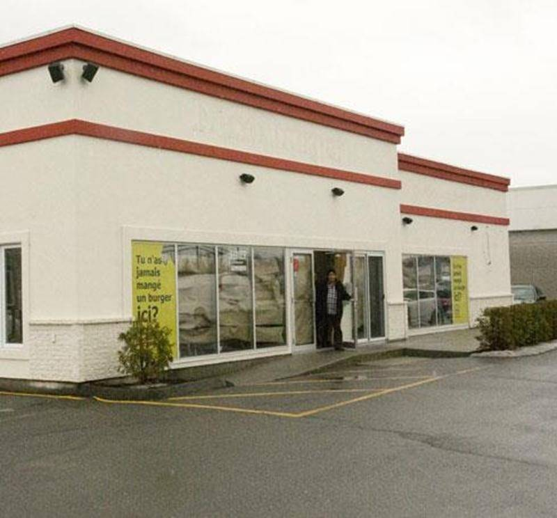 La bâtisse ou logeait le commerce de restauration Déso Burger est aujourd'hui à louer.
