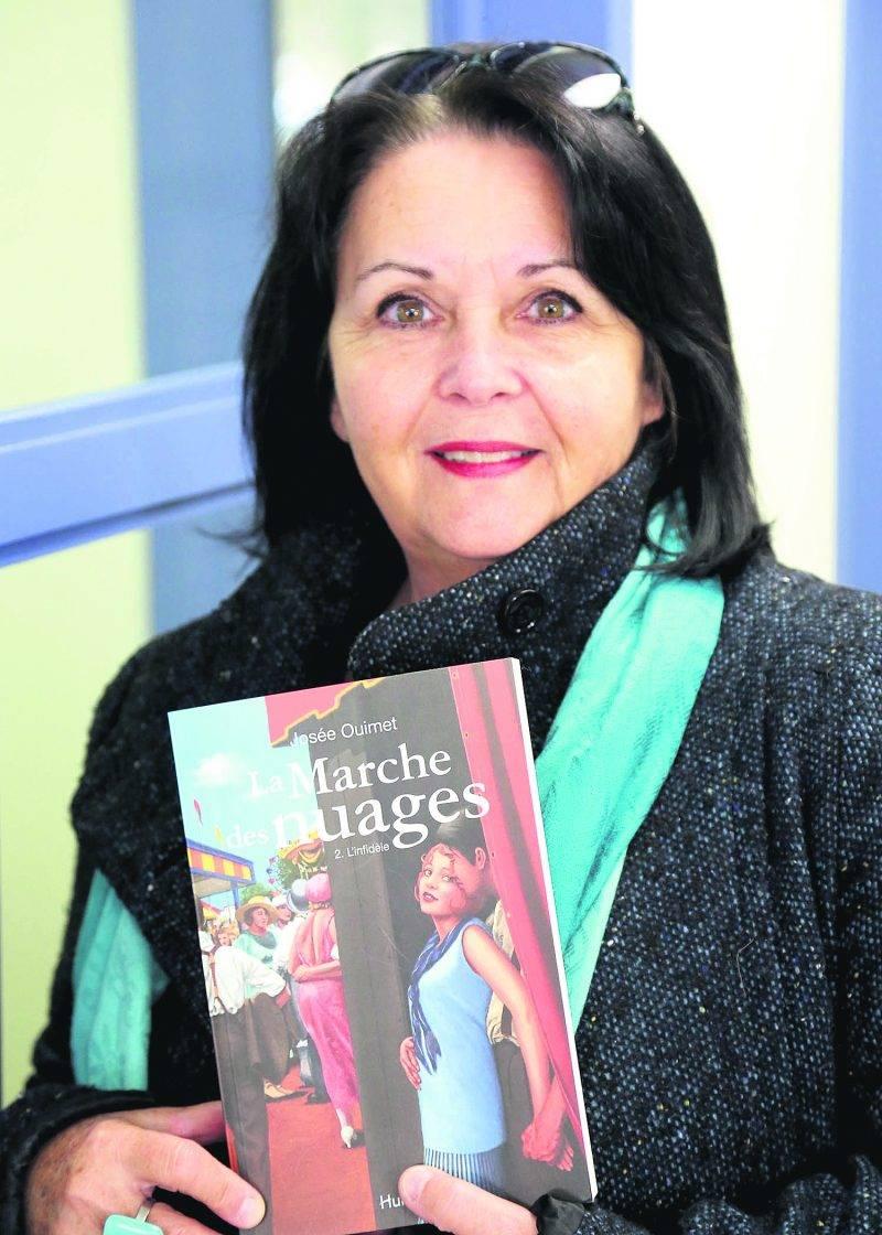 Lorsqu'elle publie ses œuvres, Josée Ouimet a un but : « Qu'au moins une personne vibre au même moment que moi quand j'ai écrit le roman ». Photo Robert Gosselin   Le Courrier ©