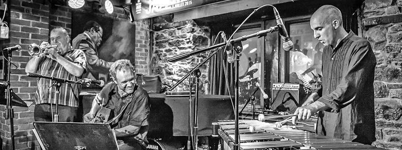 Rob Lutes vient présenter son nouveau projet, offert en collaboration avec Michael Emeneau, intitulé Sussex. La formation en profitera pour faire le lancement de son nouvel album, Parade Day. Photo James St-Laurent