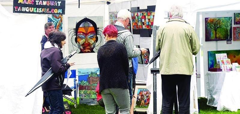 Au total, près de 1 500 visiteurs ont participé à la 7e édition du Symposium Visit'art qui s'est tenu au parc Casimir-Dessaulles. Photo Robert Gosselin | Le Courrier ©
