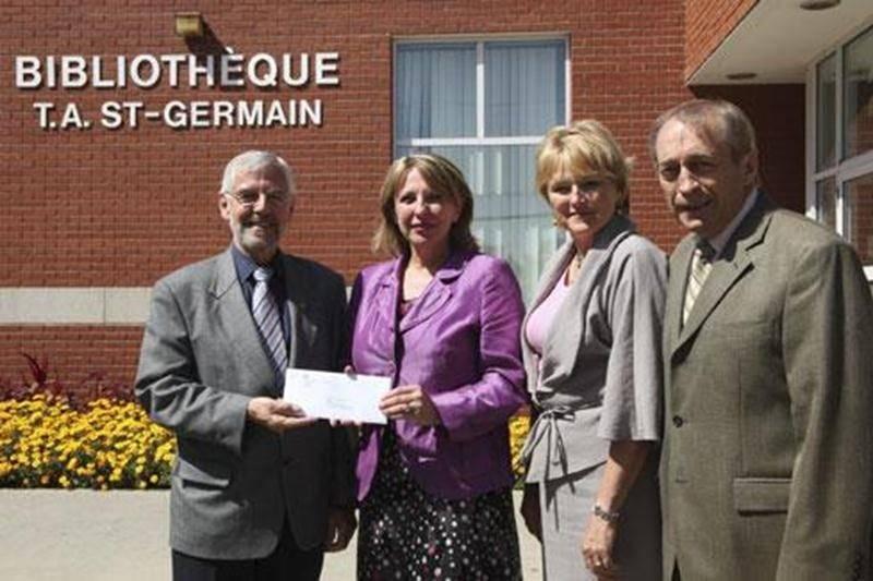 L'annonce de la subvention offerte à la Médiathèque de Saint-Hyacinthe en 2009 n'a jamais eu de suite. L'enveloppe remise par la ministre de la Culture, Christine Saint-Pierre, au maire Claude Bernier était vide...