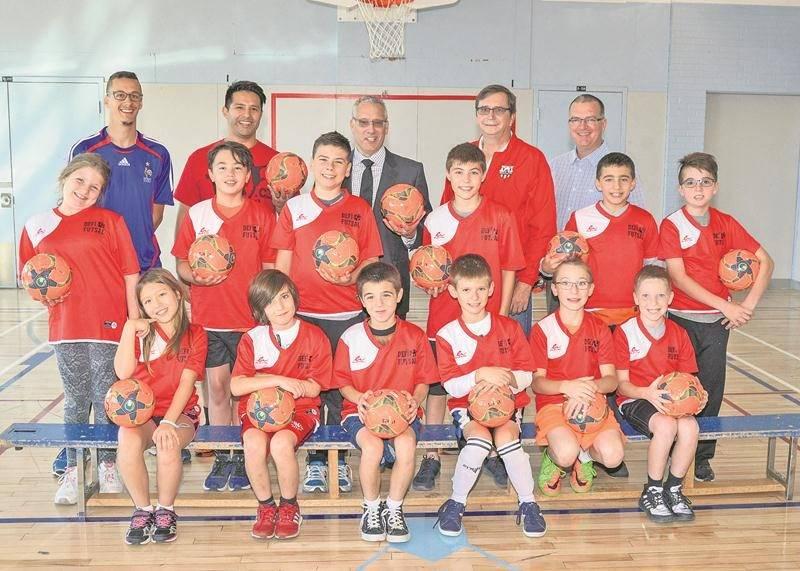 Une quinzaine de jeunes de l'école René-Saint-Pierre formeront une équipe en vue du Défi Futsal primaire. Photo François Larivière   Le Courrier ©